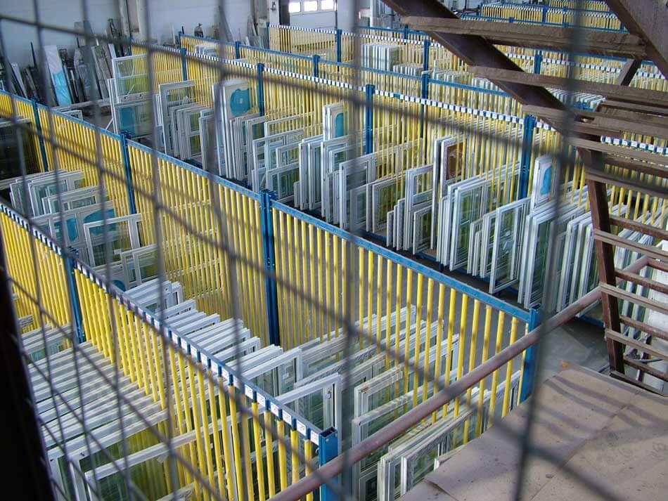 Окна для дилеров на складе производства